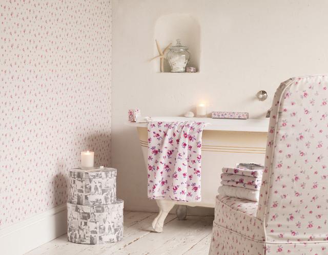 laura ashley abbeville wallpaper eklektisch schlafzimmer houston von american blinds. Black Bedroom Furniture Sets. Home Design Ideas