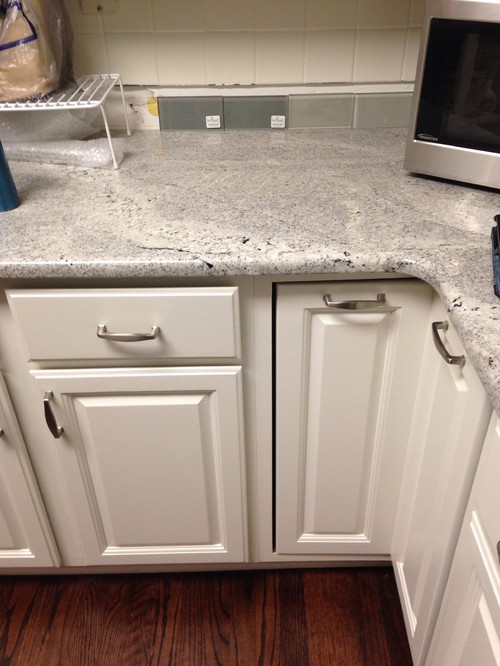Genial ... But Not Sure Whether To Go Dark Grey Or Light Grey. My Cabinets Are  White, Dark Floors And Grey Granite Countertops. Any Help Would Be  Appreciated!