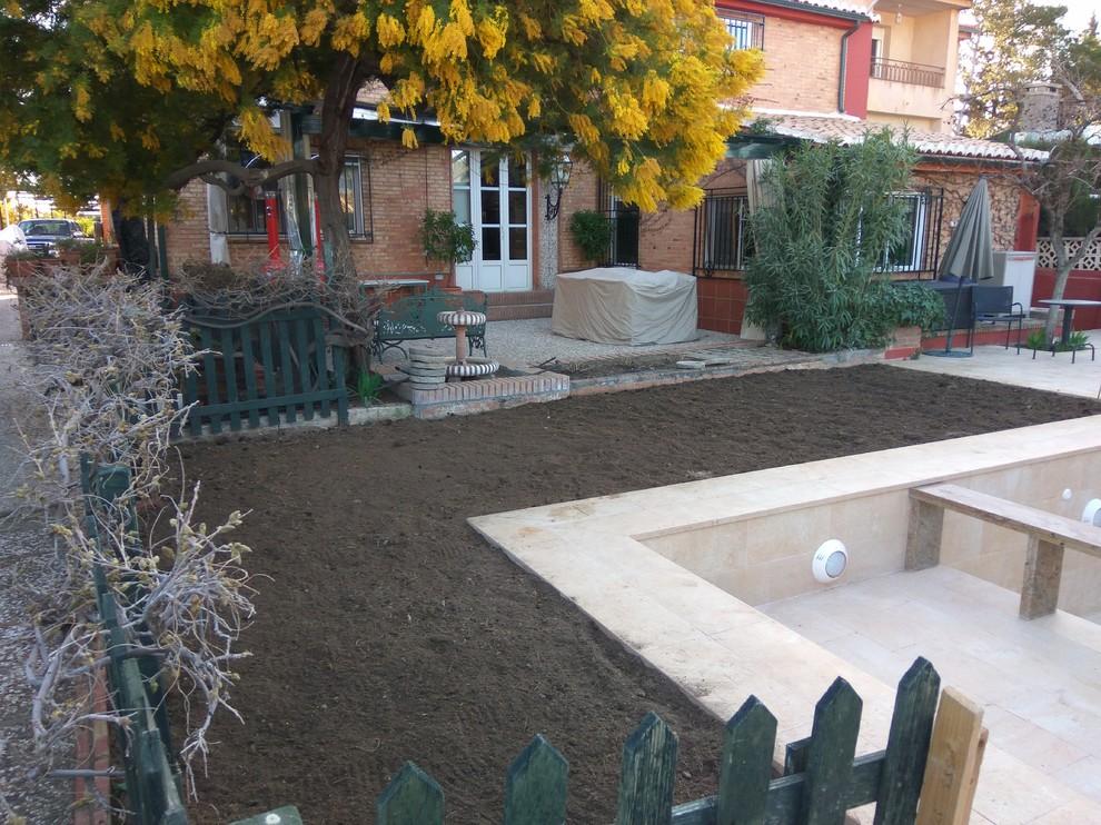Piscina y jardines en Vivienda unifamiliar en Granada.