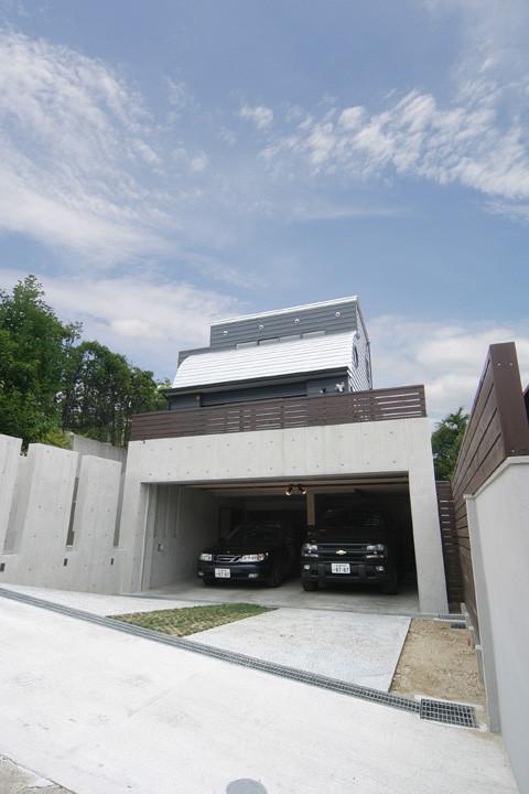 ガレージのある家 月見が岡の家