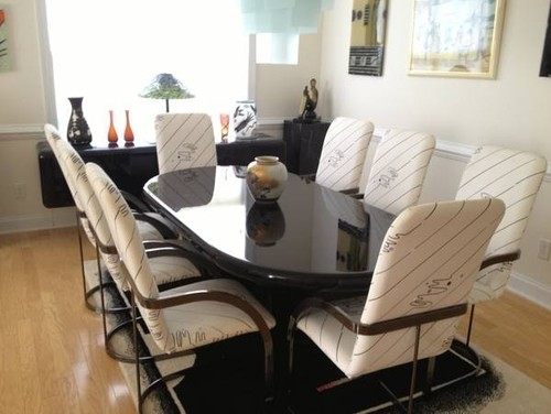 Does the black and white dining set suits to dark cherry hardwood floo