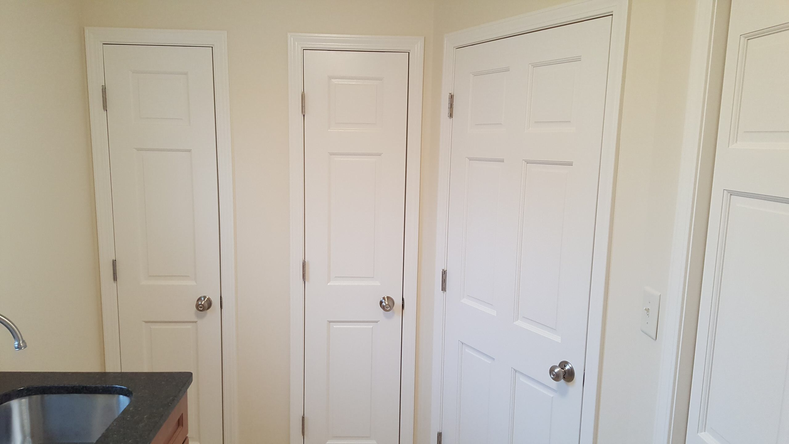 Laundry room...left door=broom closet, center=linen closet rear door, right=hall
