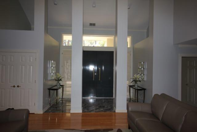 Symmetrical Foyer Design