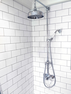 White Metro Tiles With Grey Or White Grout