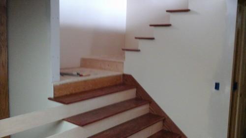 Direction of wood floor planks for Opposite of floor