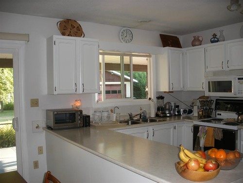 How Far Above The Island Kitchen Counter Should Pendant Lights Hang?