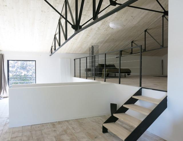 am nagement d 39 un hangar en loft. Black Bedroom Furniture Sets. Home Design Ideas