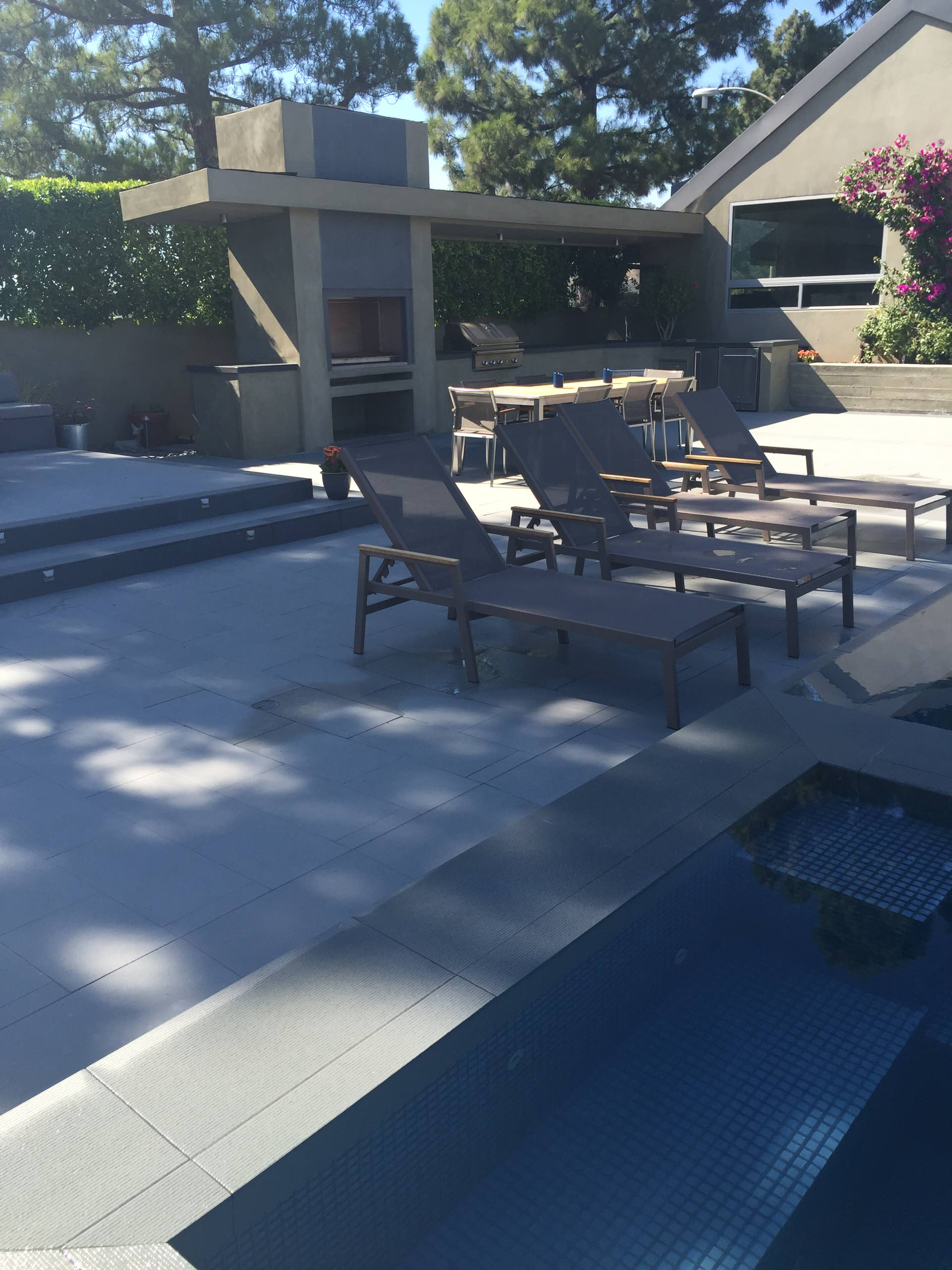 Beverly Hills - Contemporary Infinity Pool & Spa with outside Kitchen/BBQ area