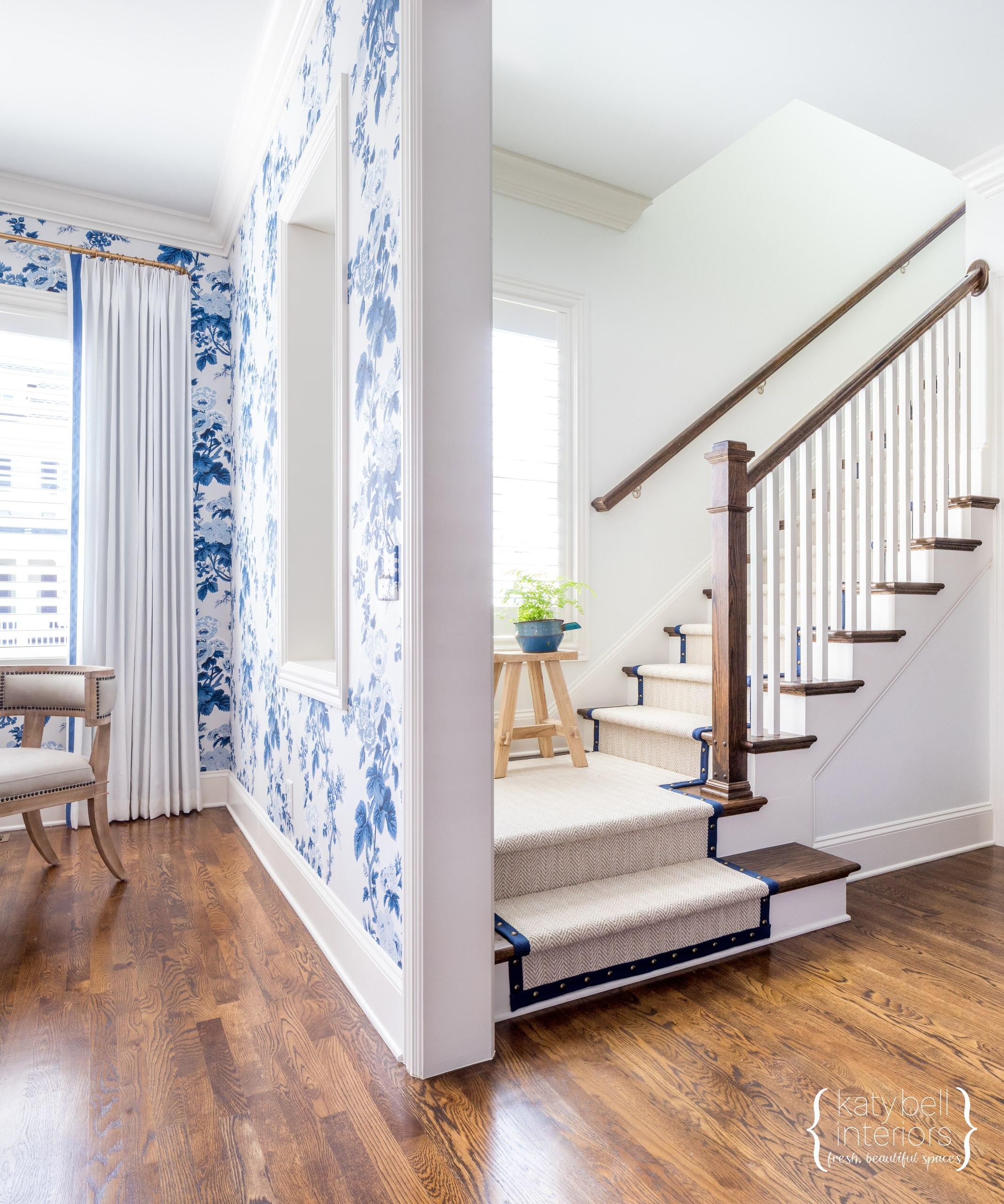 Modern Blue Floral Wallcovering