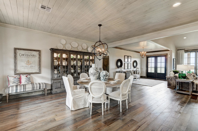 Example of a cottage home design design in Oklahoma City