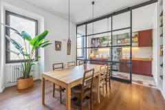 Open Space Dolce: 8 Pareti Vetrate tra Cucina e Living