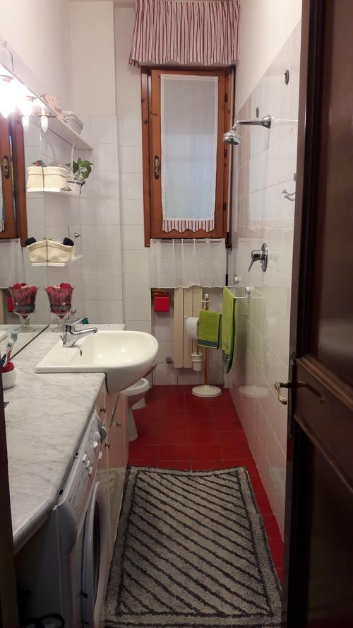 Ristrutturare bagno inserendo doccia e lavatrice impossibile - Bagno stretto e lungo disposizione sanitari ...