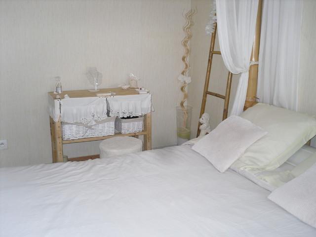 console de chambre en palettes et accessoires de r cup. Black Bedroom Furniture Sets. Home Design Ideas
