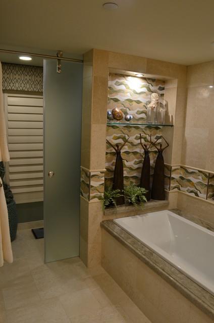 Transitional home design photo in Miami