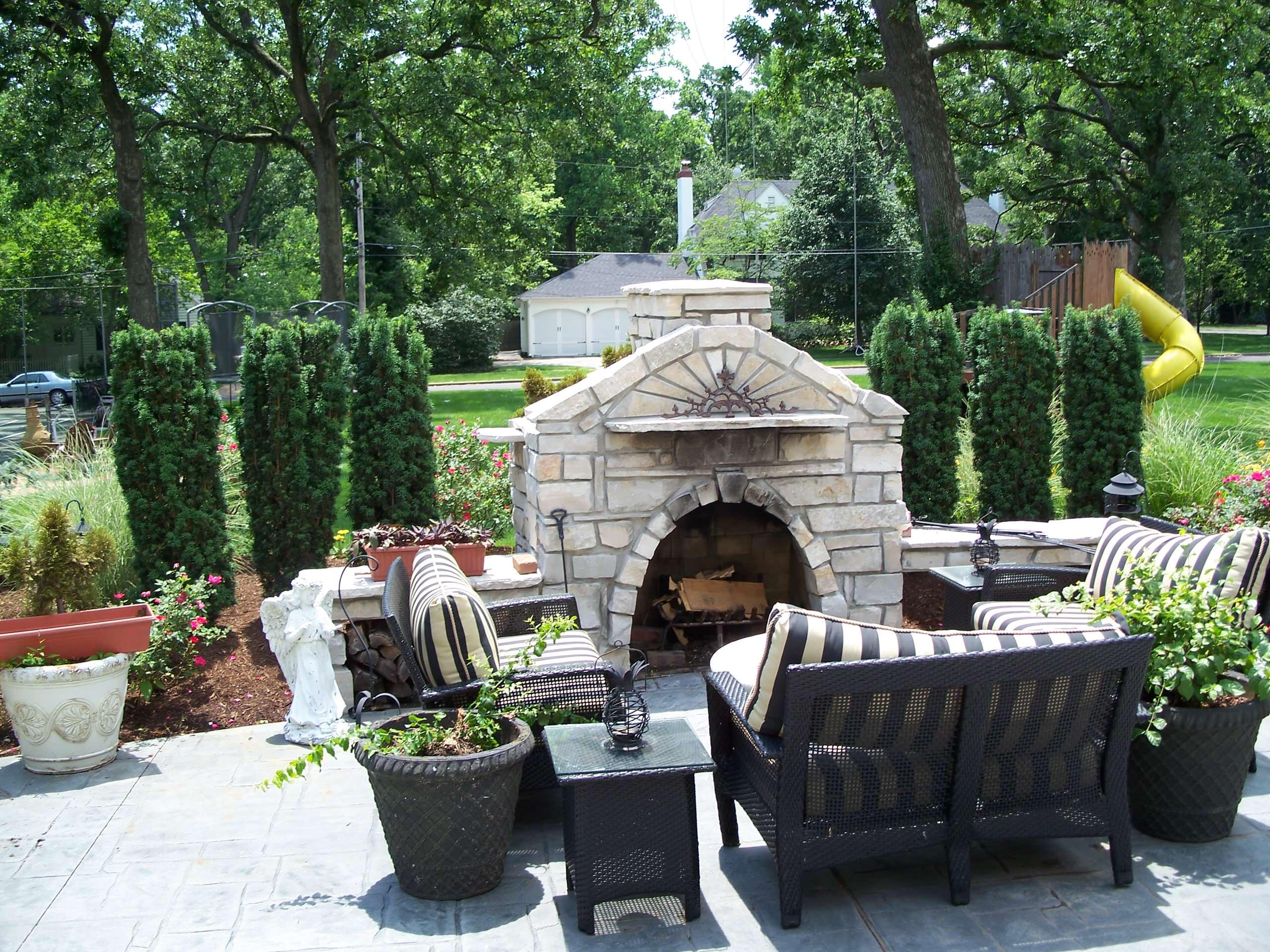 Kirkwood, Missouri Limestone Masonry Outdoor Fireplace