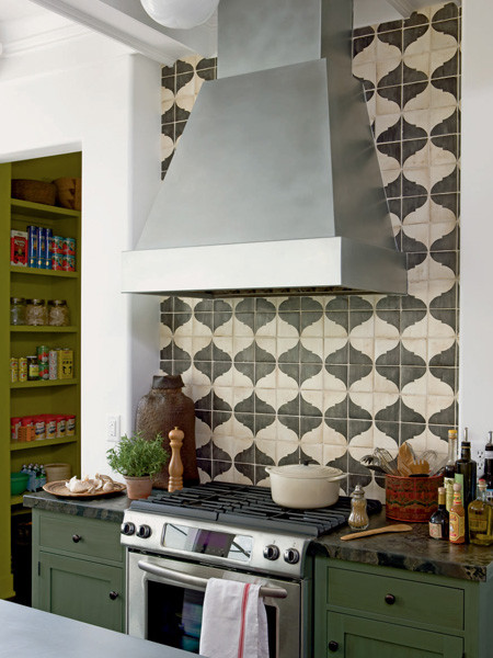 backsplash mediterranean kitchen