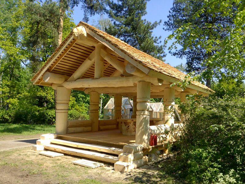 Деревянная беседка из кедра для загородного дома