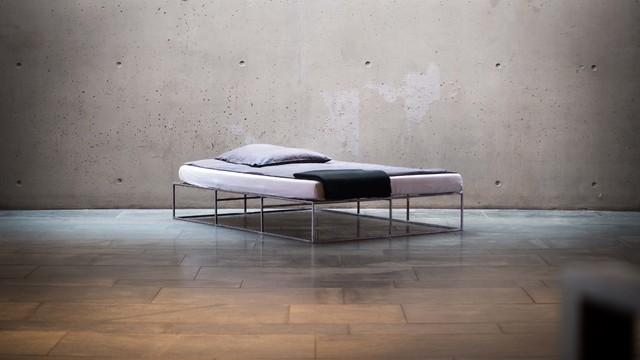 Schlafzimmermöbel Berlin ion das minimalistische metallbett im industriedesign aus berlin
