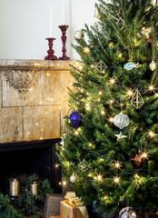Photothèque : 41 sapins à travers le monde décorés pour Noël
