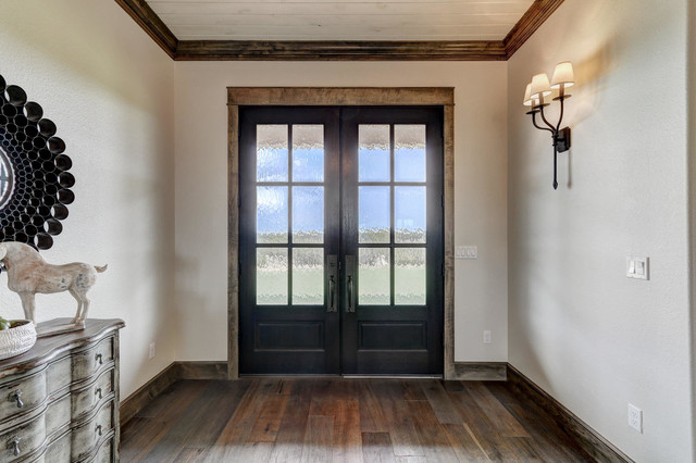 Example of a country home design design in Oklahoma City