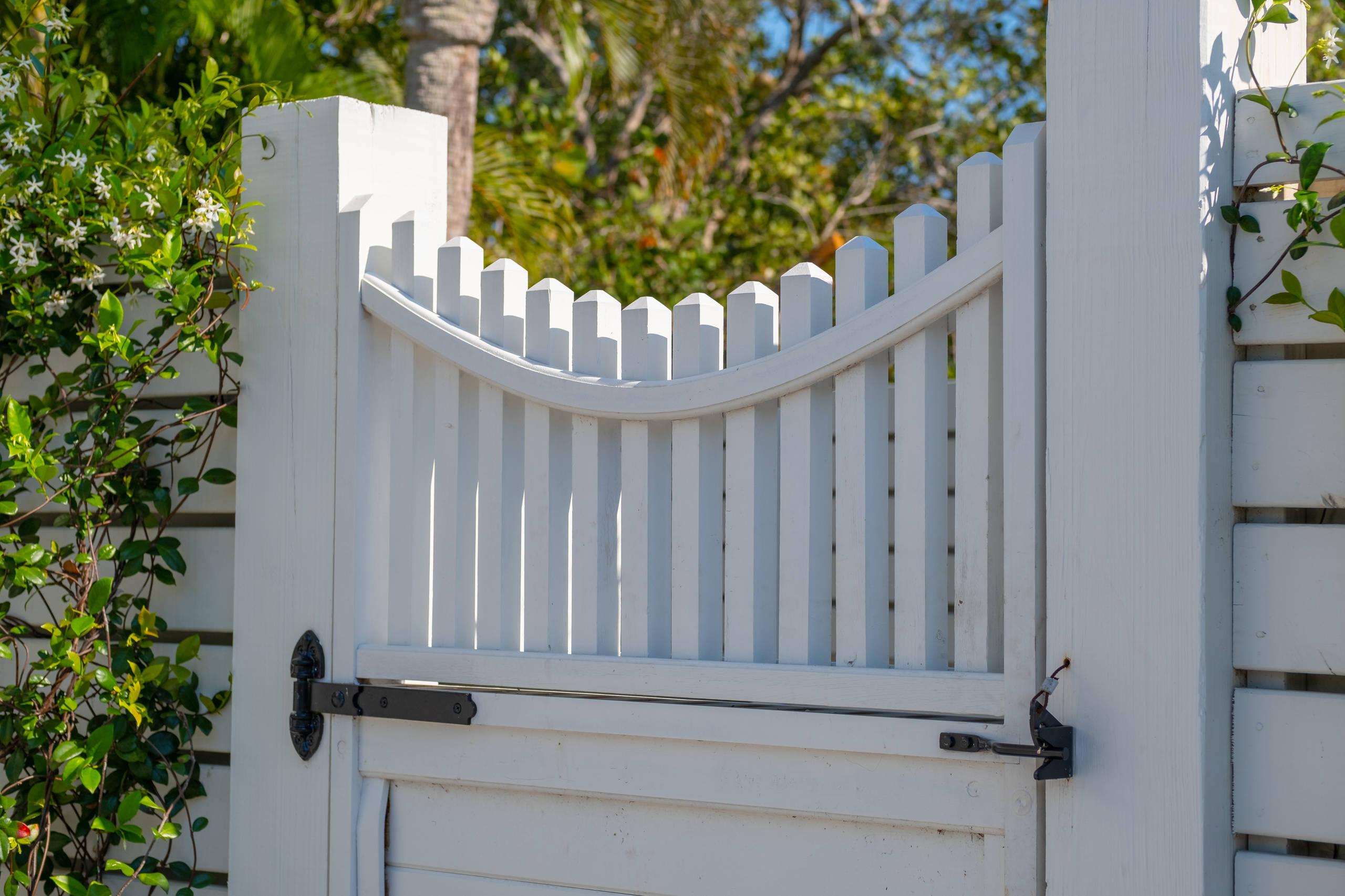 SK ARBORS & GATES