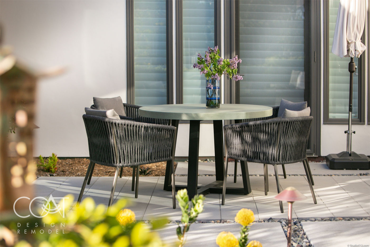 Intimate Courtyard Dining