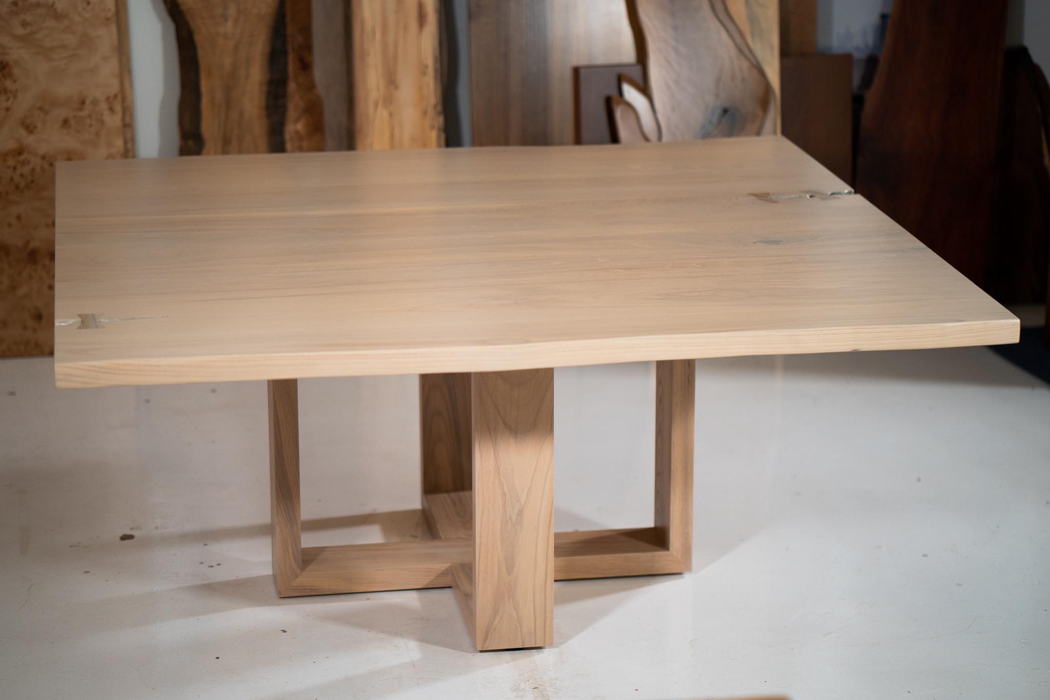 AR Table Ash
