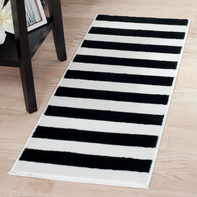 Breton Stripe Runner Rug, 1&x27;8x5&x27;, Black And White.