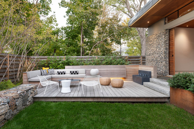 deck with sleek contemporary look