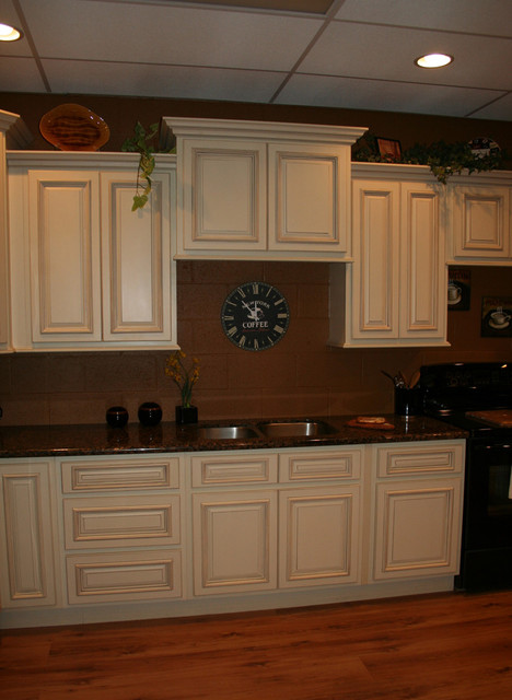 Arlington White Kitchen Cabinets Home Design - Traditional - Columbus - by Lily Ann Cabinets