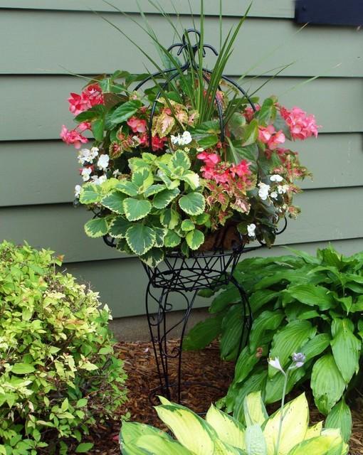 hanging baskets philadelphie par side planting. Black Bedroom Furniture Sets. Home Design Ideas