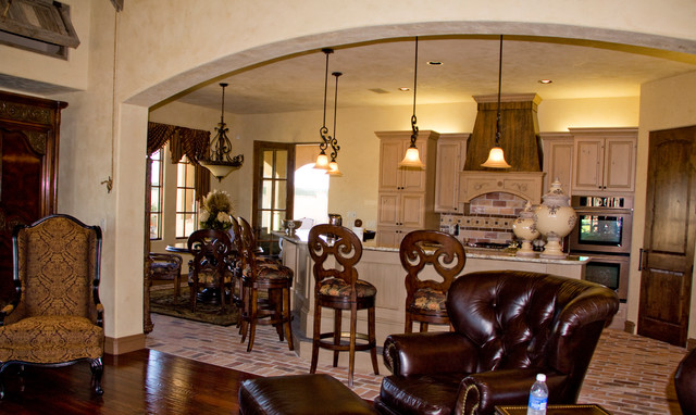 Example of a tuscan home design design in Austin