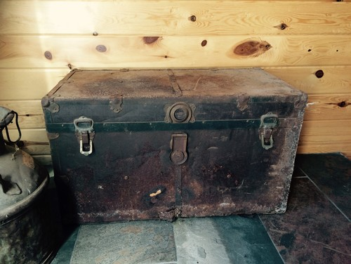 Old Metal Covered Wood Trunk Redo Help