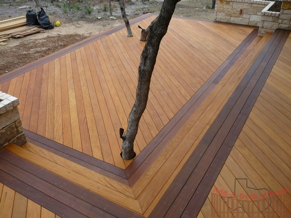 Garapa hardwood decking with ipe border for Garden decking borders