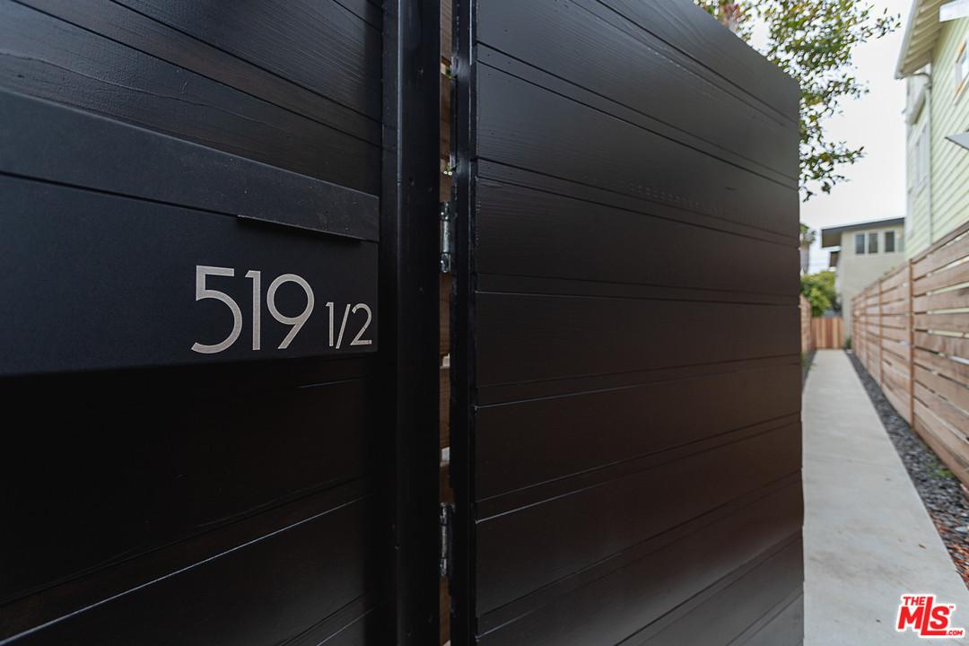 Geometric Box Style-Venice Beach