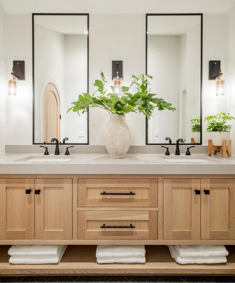 Example of a minimalist home design design in Minneapolis