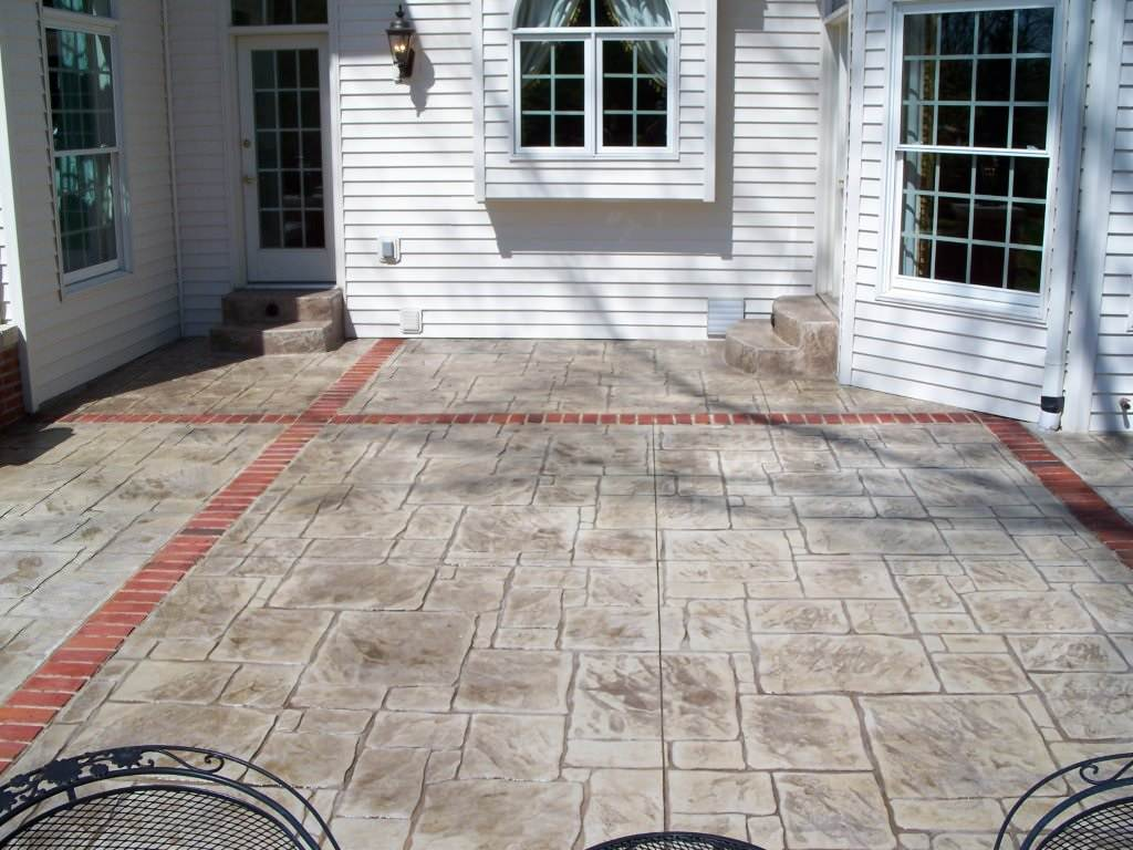 Town and Country, Missouri stamped concrete back patio with brick banding