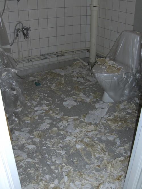Gammelt badeværelse får friskere look