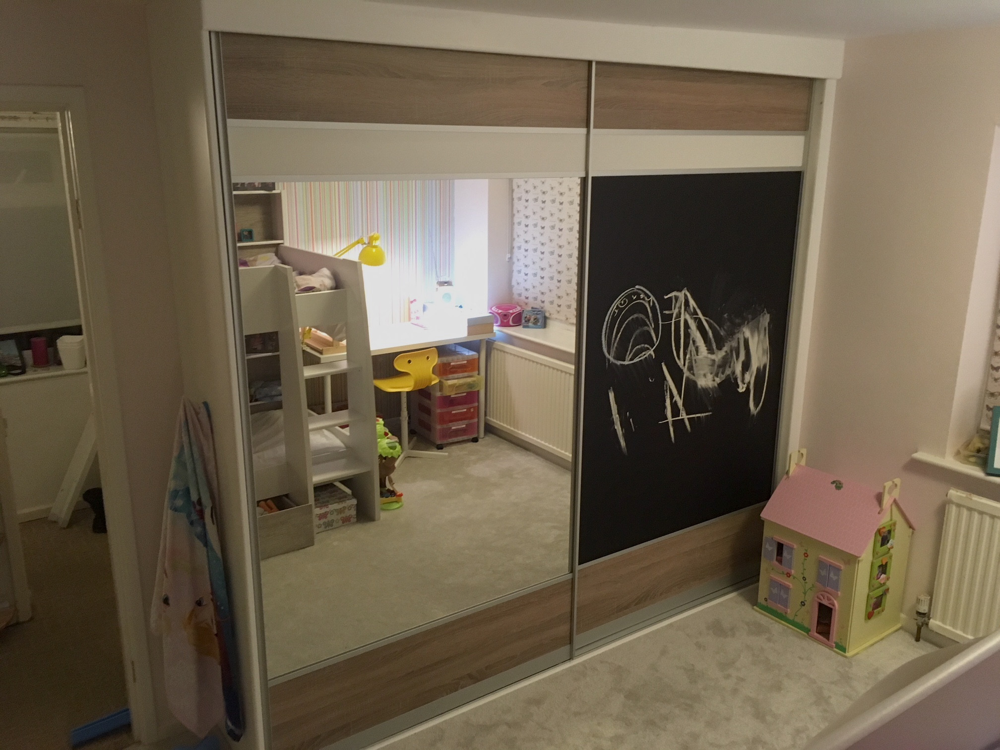 Girls's bedroom sliding wardrobes with Blackboard