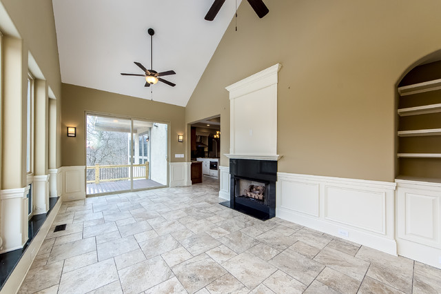 Transitional home design photo in Columbus