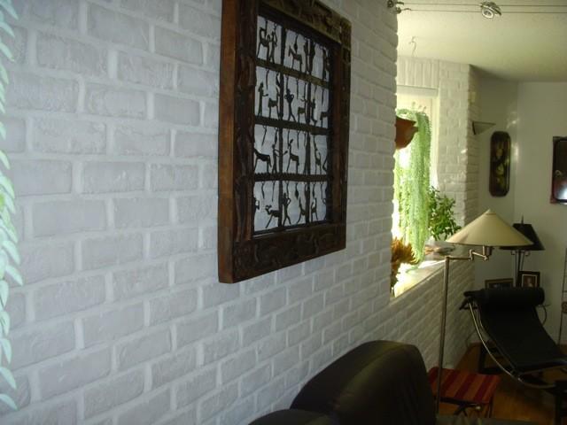faux mur de brique. Black Bedroom Furniture Sets. Home Design Ideas