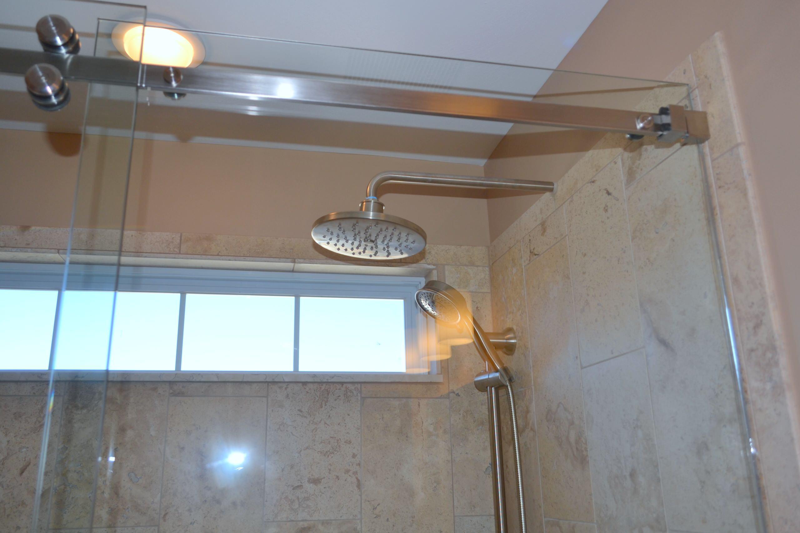 Kinder hall bath