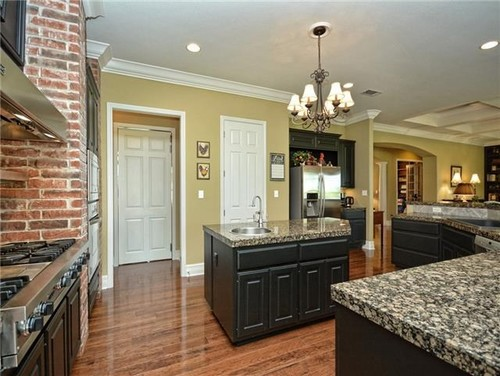 What Countertops Amp Backsplash Go With Black Cabinets