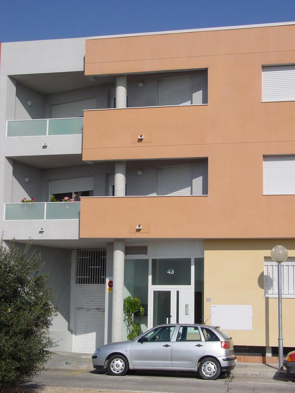 Edificio plurifamiliar en Vilaseca para 14 vecinos