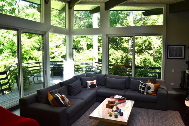 Midcentury modern home design photo in Chicago
