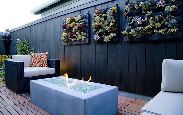 Vertical Garden Walls contemporary-patio