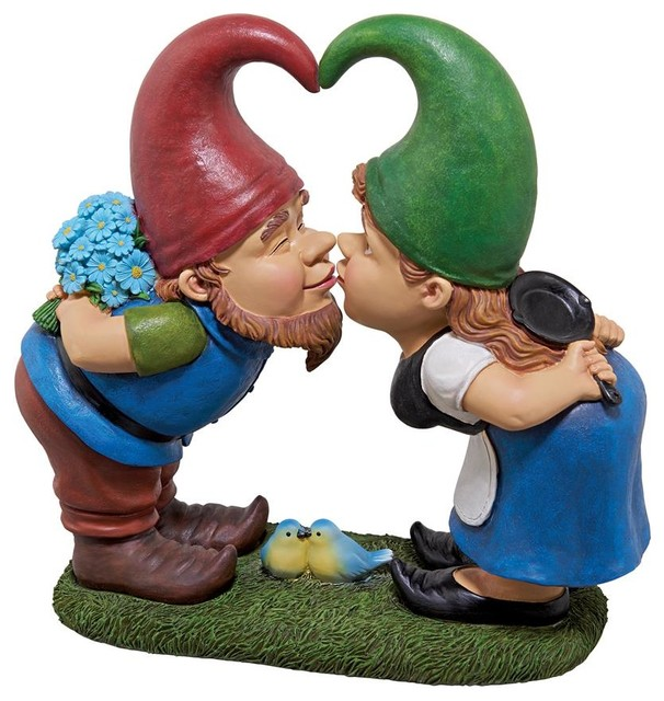 Kiss and Tell Gnome Lovers Statue