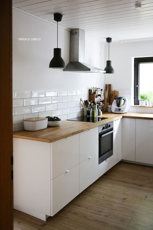 Ikea ringhult vs voxtorp small warm minimalist kitchen for Essbereich modern