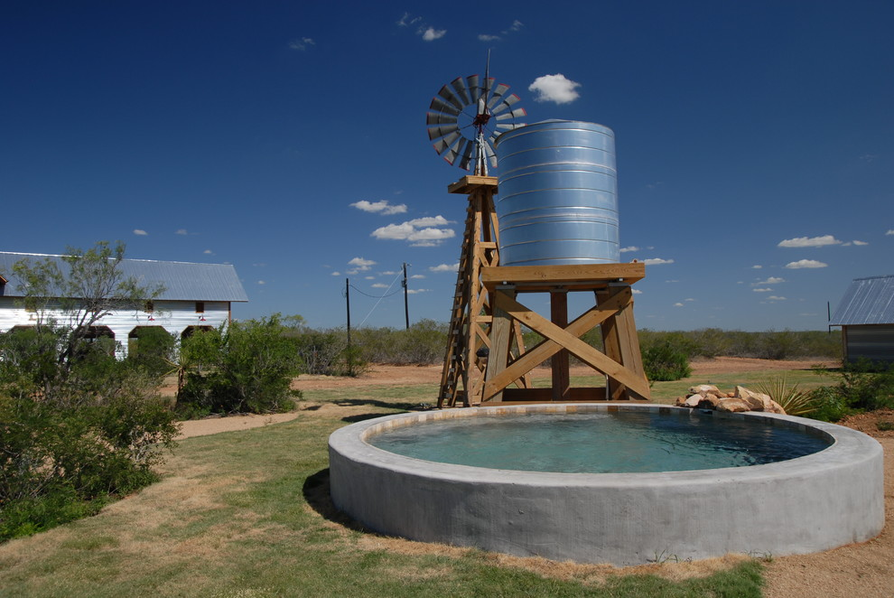 """Moore, Texas Ranch Round """"Stock Tank"""" Pool"""