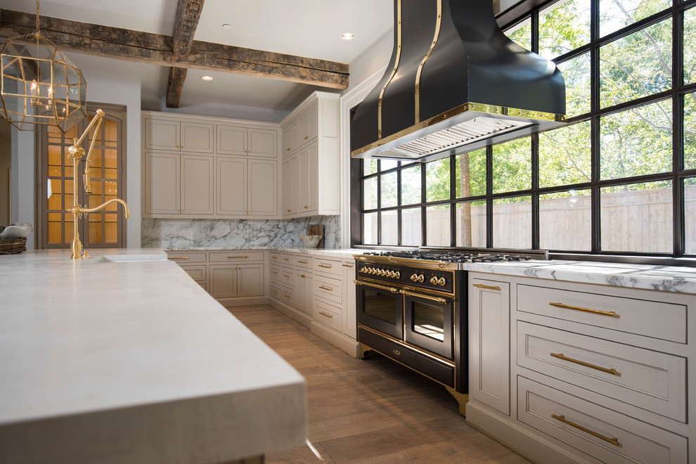 Transitional home design photo in Austin